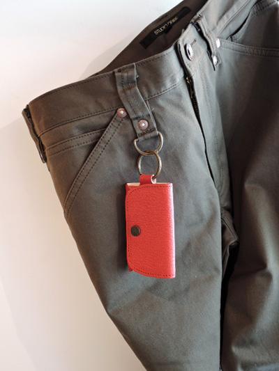 183f454057ea68 ジョギングするときや、ちょっとランチに、 手ぶら同然のとき重宝する、極小財布。 (小銭と紙幣は四つ折りにしてピッタリなサイズ) 鍵をつけたり指を 引っかけられる ...
