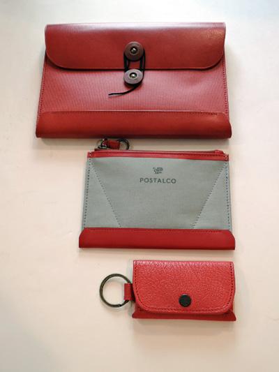 6f48859bd23a00 メインのお財布を持ちつつサブとして。 ブラック、レッドとカラーが揃うようチョイスしてみました。